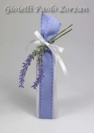 Bomboniera porta confetti scatolina in cartoncino e fiori Ref. LV/05-0